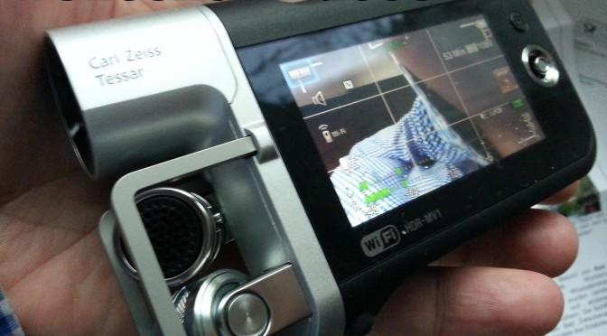 Gut geeignet für oneshot-Videos: Kamera mit 90° gekipptem Display und hochwertigen Mikrofonen.