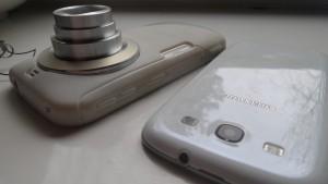 Größen-Vergleich: Smartphone Foto von S3 vorne, Kzoom hinten